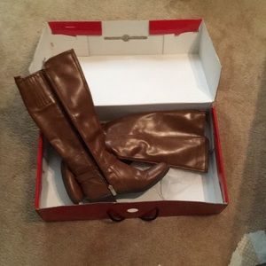 GUESS brown leather Roselin boot 5.5, low heel